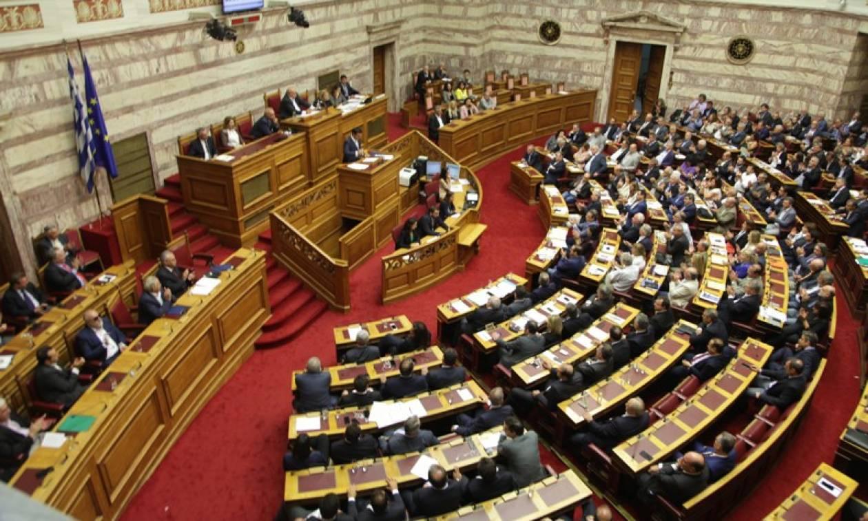 Χάνουν το αφορολόγητο και 1.000 ευρώ υπουργοί και βουλευτές