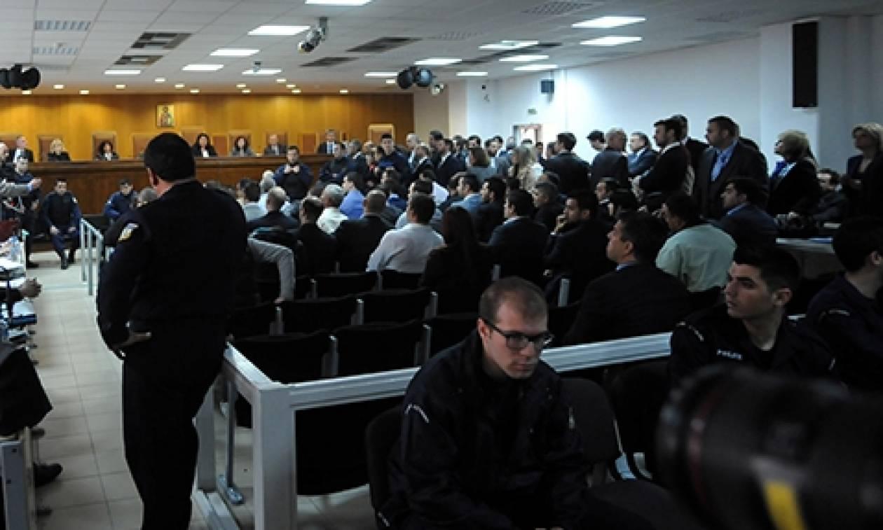 Τα τελευταία λεπτά της ζωής του Π. Φύσσα περιέγραψε στο δικαστήριο ο αστυνομικός Γ. Ρώτας