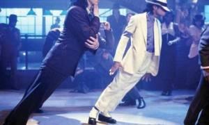 Δείτε το μυστικό που κρύβεται πίσω από τη διάσημη κίνηση του Michael Jackson (photos)