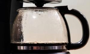 Πώς θα καθαρίσεις την καφετιέρα σου με φυσικό τρόπο σε χρόνο dt!