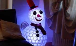 DIY: Φτιάξτε χιονάνθρωπο από πλαστικά ποτήρια