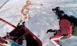 Πήδηξε στο κενό από τα 4.000 μέτρα χωρίς αλεξίπτωτο! (video)