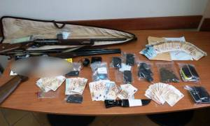 Εξαρθρώθηκε πολυμελής σπείρα που διακινούσε χασίς και κοκαΐνη σε Λευκάδα και Αιτωλοακαρνανία (pics)
