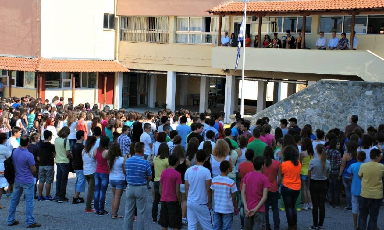Προκαλεί η Νεολαία ΣΥΡΙΖΑ: Καταργήστε την πρωινή προσευχή από τα σχολεία!