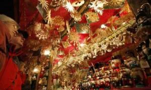 Εορταστικό ωράριο Πρωτοχρονιάς: Πότε θα είναι ανοικτά τα καταστήματα