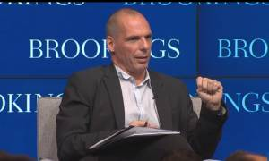 Βέττας – ΣΥΡΙΖΑ: Ηλίθιες οι δηλώσεις Βαρουφάκη για τα capital controls (vid)