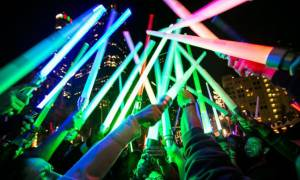 Μάχη με εκατοντάδες φωτόσπαθα στους δρόμους του Λος Άντζελες (Vids)