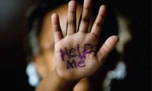 Σοκ στην Καλλιθέα: Παιδεραστής «ψάρευε» τα ανήλικα θύματά του μέσω εφαρμογής στο κινητό του