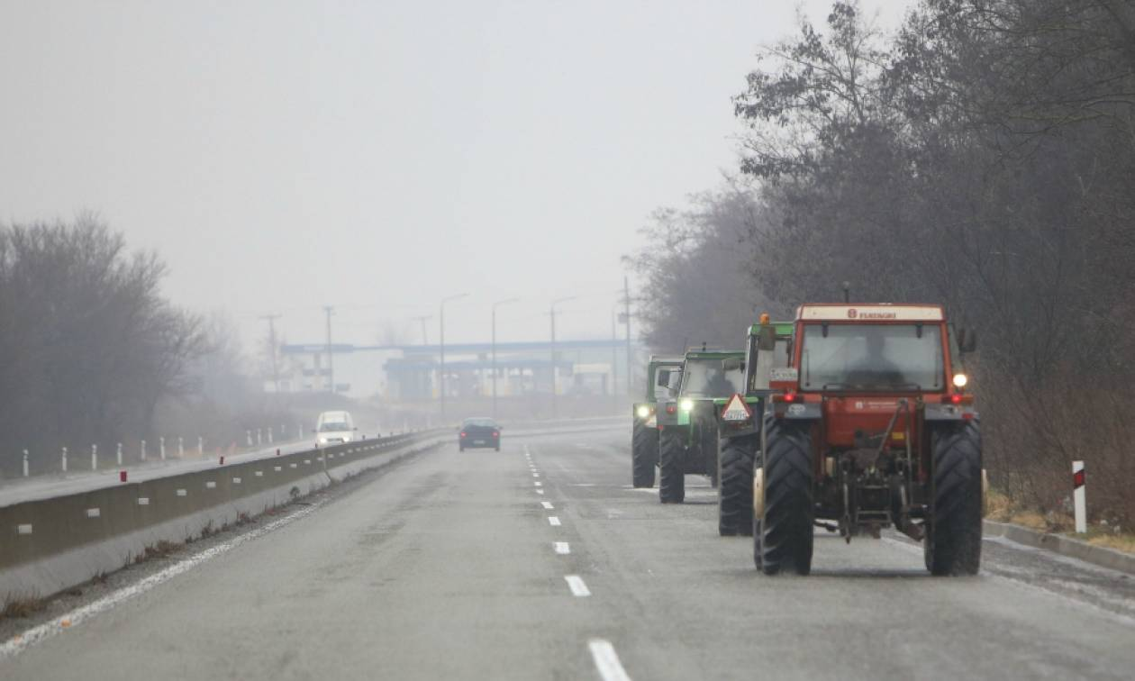 Νέο Ασφαλιστικό: «Ζεσταίνουν» τα τρακτέρ οι αγρότες σε όλη την Ελλάδα