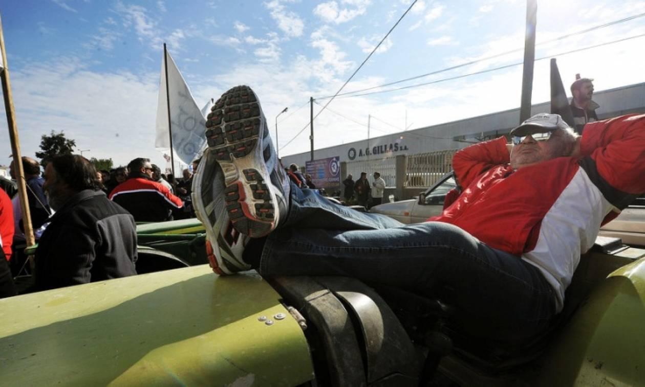 Έκλεισαν τα διόδια Ισθμού οι αγρότες – Από παρακαμπτήριες οδούς η κίνηση των οχημάτων