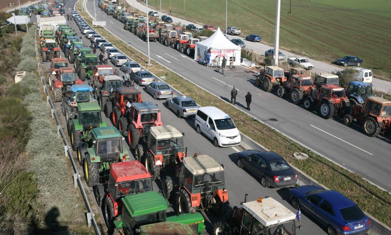 Στα άκρα οι αγρότες: «Κόβουν» την Ελλάδα στα δύο μετά την προκλητική αδιαφορία της κυβέρνησης