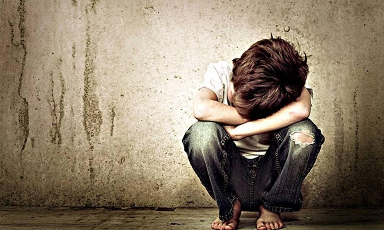Σοκ στην Πέλλα: Δύο ανήλικα αδέλφια βασανίζονταν και κακοποιούνταν σεξουαλικά από τη μάνα τους και το σύντροφό της
