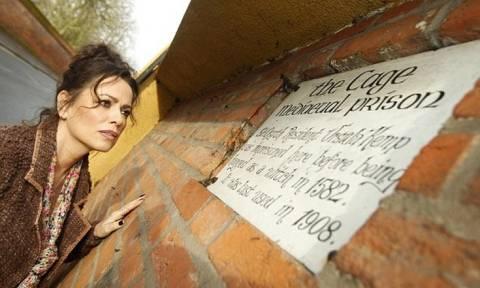 Στο σφυρί το πιο στοιχειωμένο σπίτι της Βρετανίας (pics)