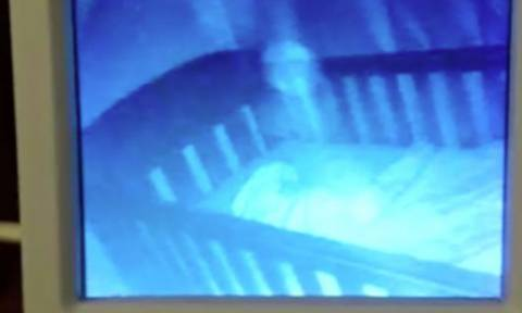 Ανατριχιαστικό βίντεο: Μωρό… φάντασμα θέλει να παίξει με άλλο βρέφος μέσα στην κούνια!
