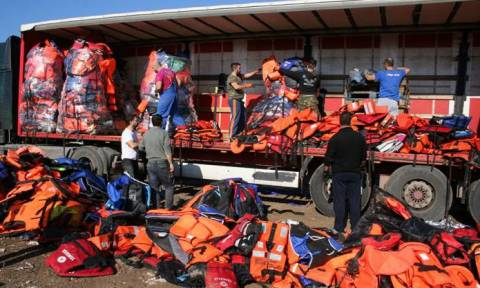14,000 discarded refugee lifejackets traveling to Berlin for art project