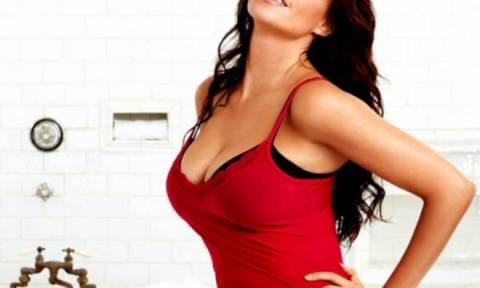 Διάσημη ηθοποιός αποκαλύπτει: «Έχω στήθος στρίπερ»! (photos)