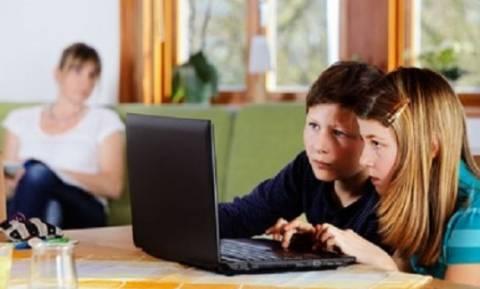 Το 30% των Ευρωπαίων γονέων δεν ελέγχει το παιδί του στο διαδίκτυο
