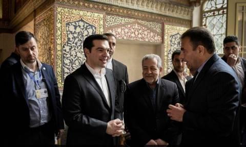 Ιράν: Επίσκεψη του Αλέξη Τσίπρα στο μνημείο του Εσφαχάν