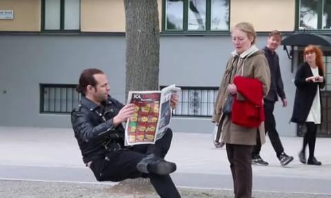 Η αόρατη… καρέκλα που έχει «τρελάνει» το διαδίκτυο! (video)