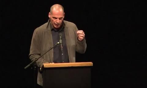 Ο Γιάνης Βαρουφάκης παρουσίασε το κίνημα «DiEM25» στο Βερολίνο (video)