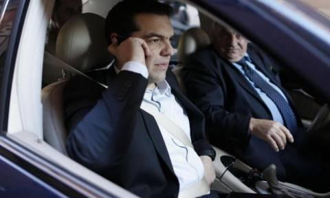 Πτώση ελικοπτέρου: Σε συνεχή επικοινωνία με το ΥΠΕΘΑ ο Αλ. Τσίπρας