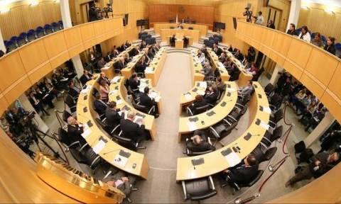 ΕΔΕΚ για ενημέρωση Βουλής: Τι άλλαξε και ο Πρόεδρος θα μιλήσει σε ανοιχτή συνεδρία;