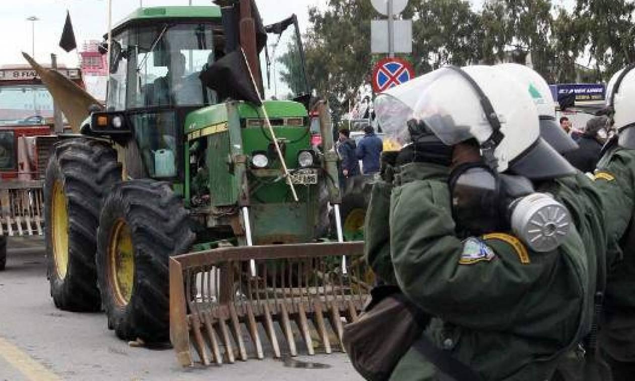 Μπλόκα αγροτών: «Αν μας ρίξουν χημικά θα τους ρίξουμε φυτοφάρμακα»