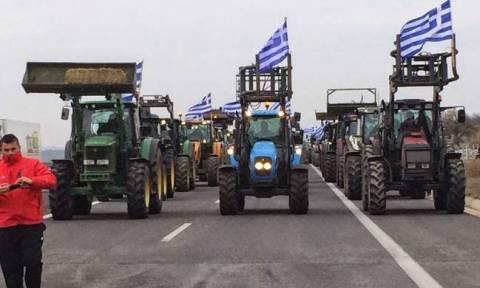 Μπλόκα αγροτών: Κλειστά για όλα τα οχήματα το τελωνείο των Κήπων