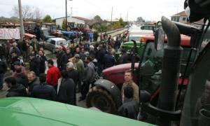 Σε επιφυλακή οι αγρότες που είναι στα μπλόκα - Κλειστά παραμένουν τα Τέμπη