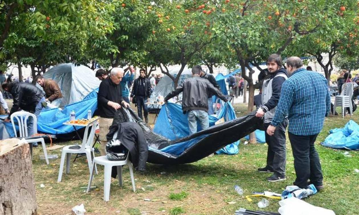 Aγρότες στην Αθήνα: Μαζεύουν τις σκηνές από την πλατεία Συντάγματος (photos)