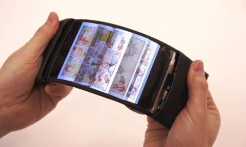 Το πρώτο πραγματικά εύκαμπτο «έξυπνο» κινητό τηλέφωνο είναι γεγονός (vid)