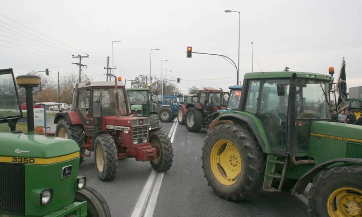 Έδωσε ψίχουλα ο Τσίπρας στους αγρότες - Στήνουν νέα μπλόκα