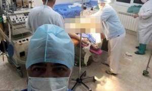 Αυτός ο γιατρός έβγαλε selfie την πλέον ακατάλληλη στιγμή