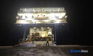 Πάρος: Πρόσκρουση του Blue Star Naxos στο λιμάνι (vid)