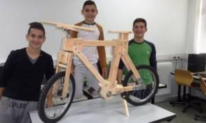 Το πρώτο πτυσσόμενο ξύλινο ποδήλατο στην Ελλάδα το έφτιαξαν μαθητές