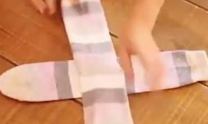Το τρομερό κόλπο για τις κάλτσες που δεν σου έμαθαν ποτέ! (video)