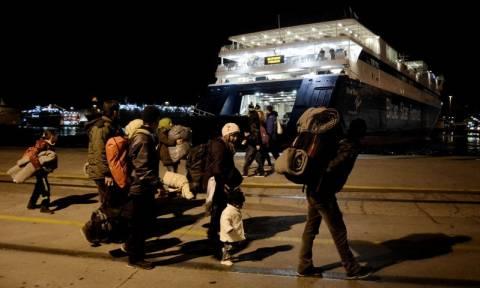 Στο λιμάνι του Πειραιά άλλοι 1.760 πρόσφυγες