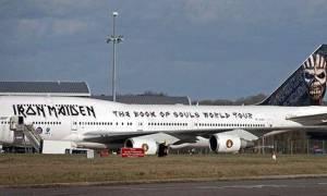 Σοκ: Συγκρούστηκε το αεροπλάνο των Iron Maiden - Δύο σοβαρά τραυματισμένοι