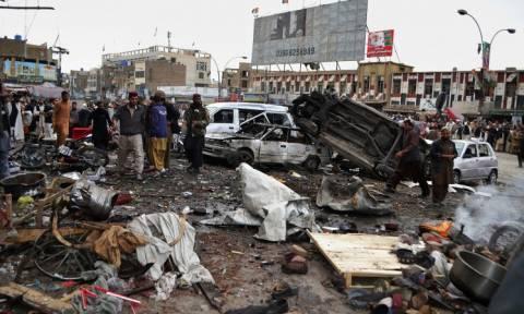 Πακιστάν: Τουλάχιστον 15 νεκροί από βομβιστική επίθεση σε λεωφορείο (vid)