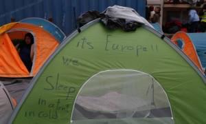 Προσφυγικό: «Βουλιάζει» ο Πειραιάς από πρόσφυγες