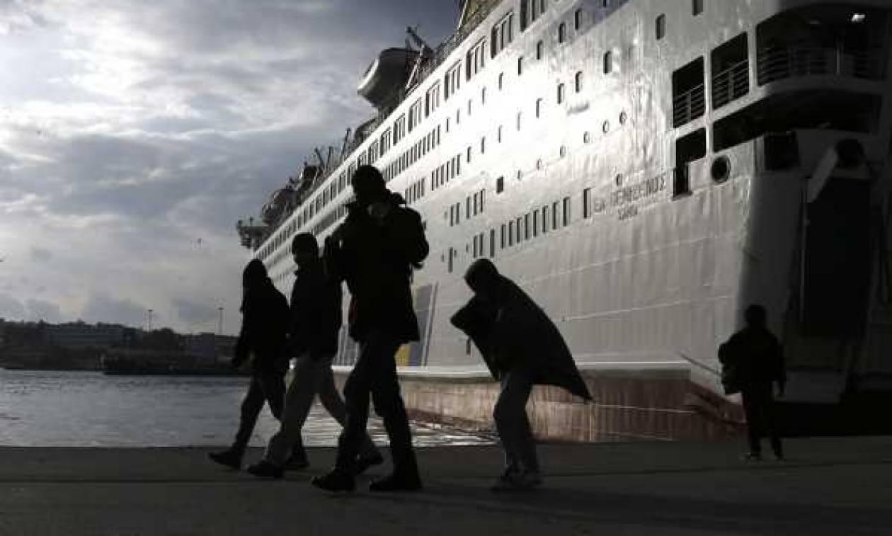 Άγριο ξύλο και αιματηρές συμπλοκές μεταναστών στο λιμάνι του Πειραιά (video)