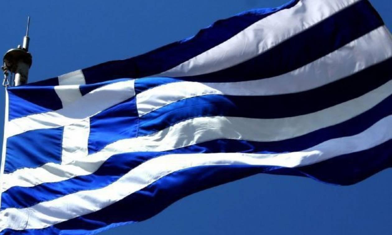 Δεκαεξάχρονος ξήλωσε την ελληνική σημαία από μνημείο πεσόντων και την πέταξε στο έδαφος