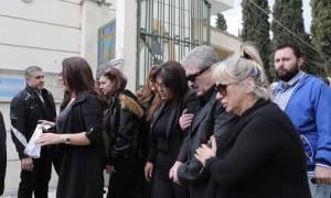 Μνημόσυνο Παντελίδη : Κατέρρευσε η μάνα