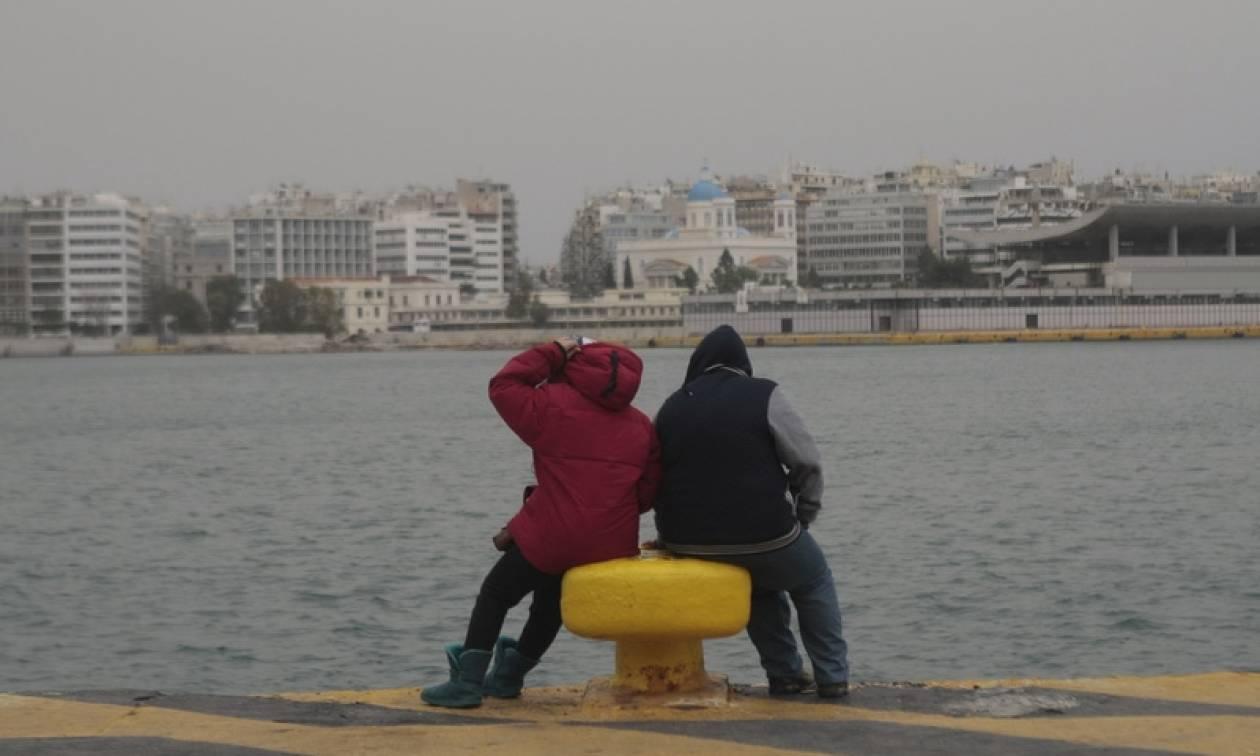 Με 17 μετανάστες ήρθε το πλοίο Αριάδνη στο λιμάνι του Πειραιά