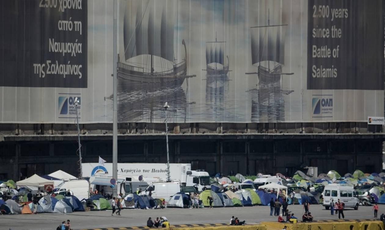 Βουλιάζει ο Πειραιάς από τους 5.800 πρόσφυγες