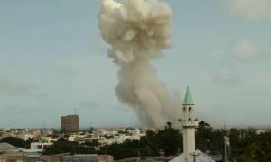 Ισχυρή έκρηξη σε ξενοδοχείο στη Σομαλία