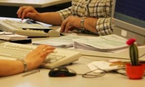 Νέο χάσμα για το φορολογικό - Στο τραπέζι και επιπλέον μείωση του αφορολόγητου