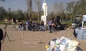Έστησαν γλέντι για τους πρόσφυγες στην παραλία της Θεσσαλονίκης (pics&vid)