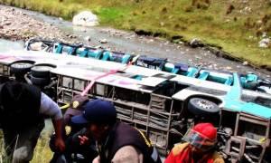 Τραγωδία στο Περού: 23 νεκροί από πτώση λεωφορείου σε ποτάμι