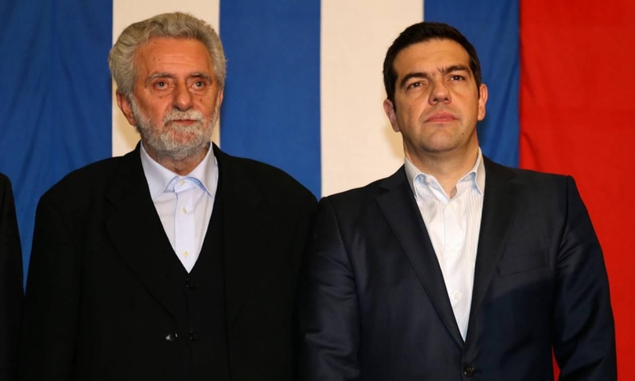 Κυβέρνηση οπερέτα: Ο Τσίπρας πουλάει το λιμάνι κι ο Δρίτσας το ξαναπαίρνει!